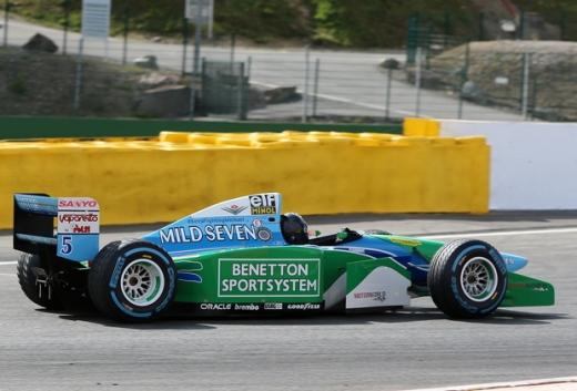 ミック、父ミハエルがタイトル獲得したB194をドライブ