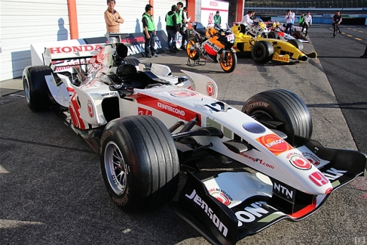 「Honda Racing THANKS DAY 2019」、琢磨がMP4/4でデモ走行を披露