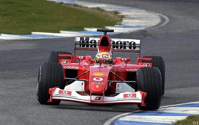神戸プラザホテルウエスト、「フェラーリ F2003」を展示