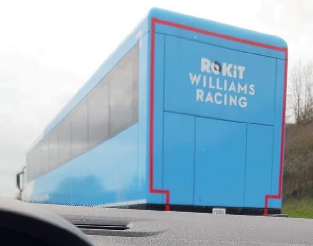 ウィリアムズ、新カラーリングが高速道路でうっかり目撃される!?